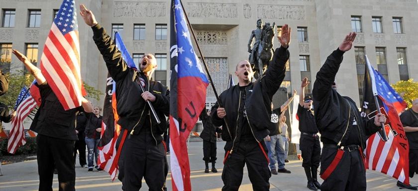 Un groupe néonazi à Kansas City en mai 2014. REUTERS/Dave Kaup